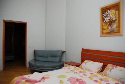 Rent 3-bedroom apartment in Kiev at 22-b Shota Rustaveli St.